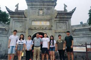 我院黄永健教授携16级艺术学理论研究生赴南岳衡山考察