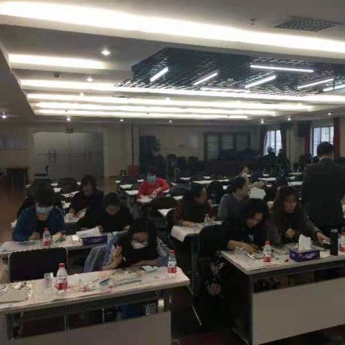 紫藤山参与粤海街道庆三八妇女节丝绸扇子绘画活动